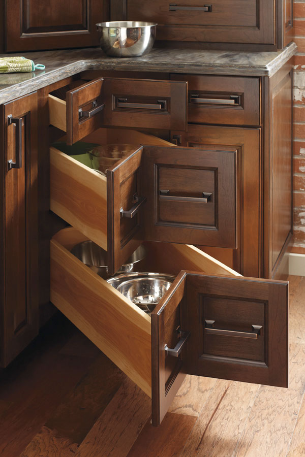 Corner kitchen drawers - so super smart for making corner space in a kitchen easy to access!