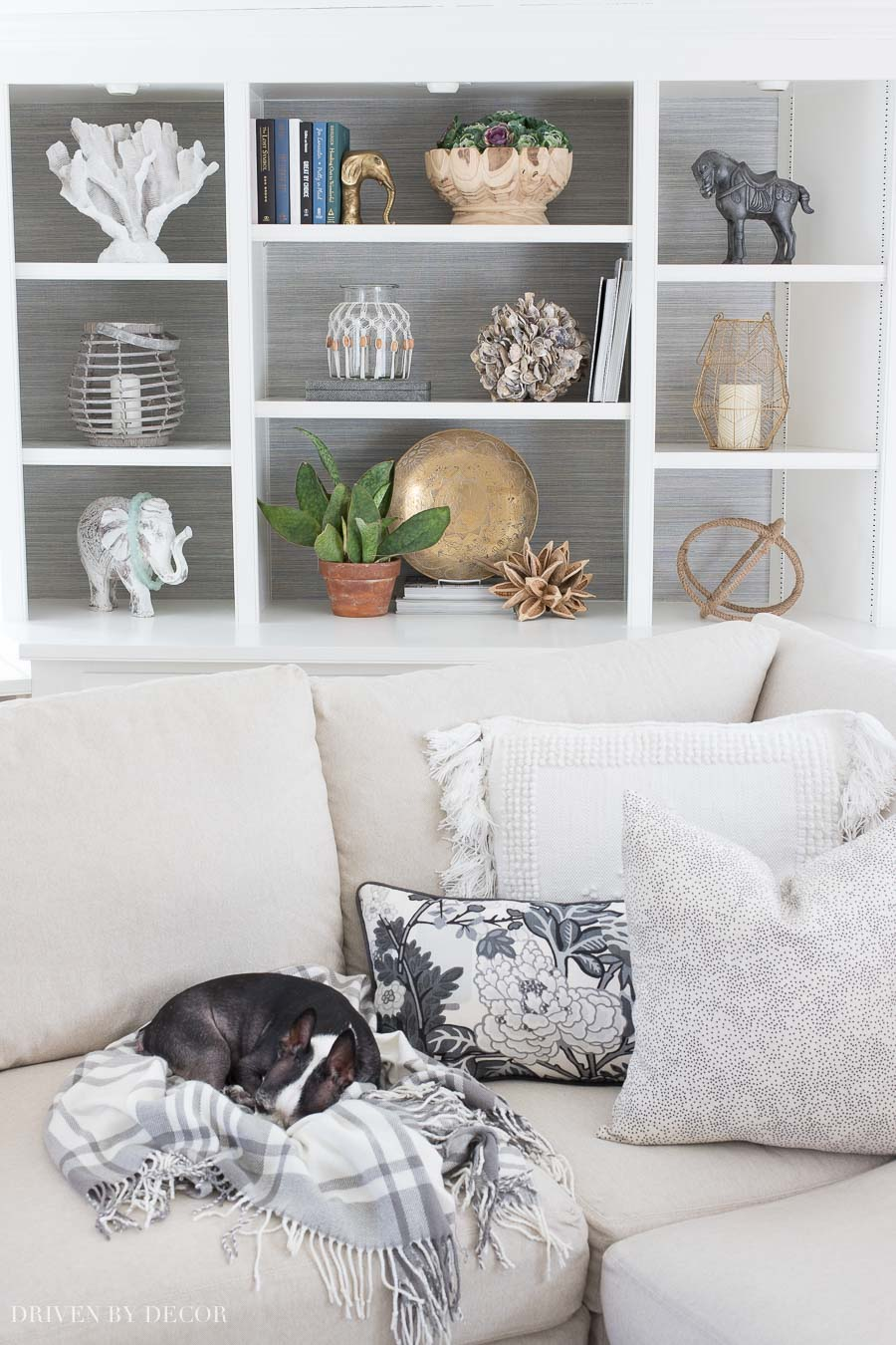 So many great ideas of how to decorate shelves and bookcases!