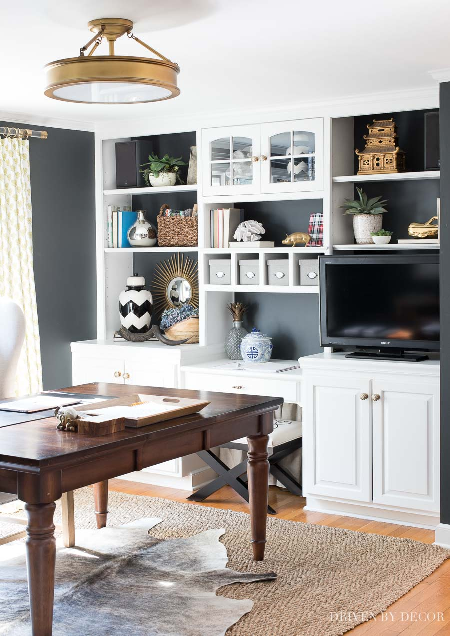 Super easy tips on how to decorate shelves and bookcases!