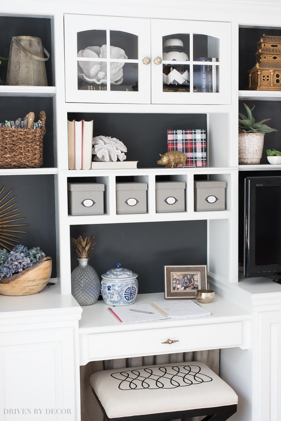 Awesome tips on how to style your bookcase and shelving!