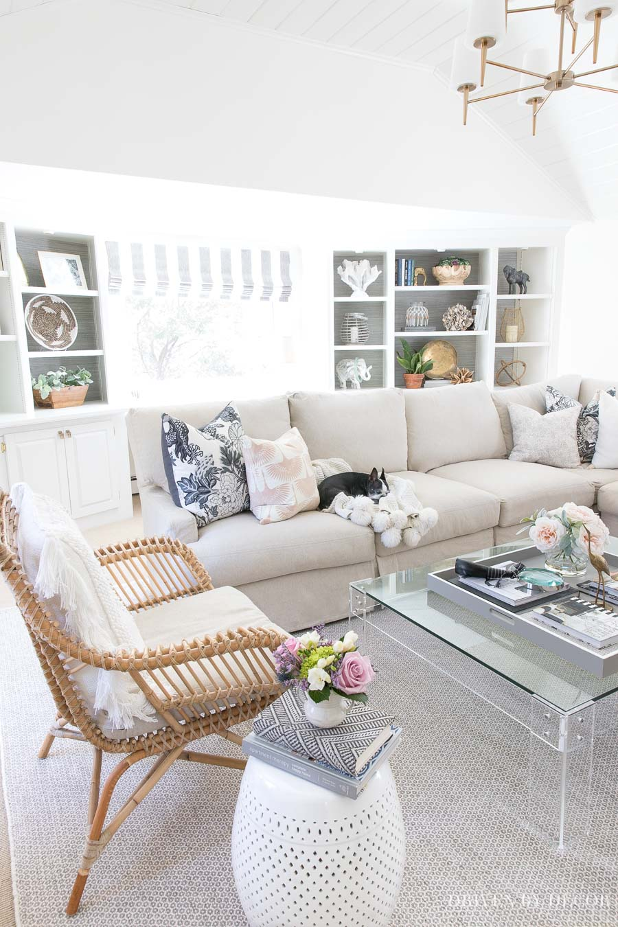 Must-have tips for decorating your living room for spring with furniture and accessories that you'll use in summer too!