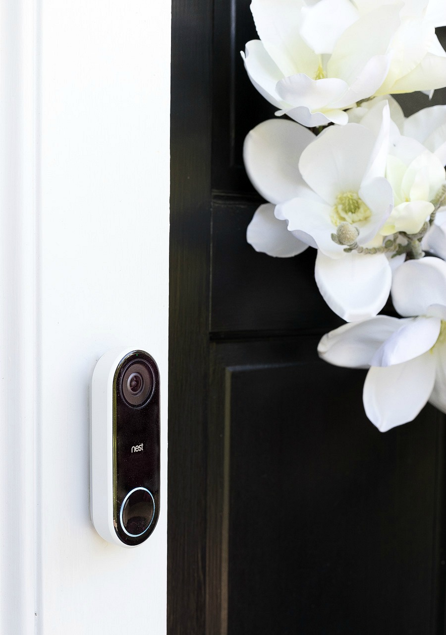 A must-have for your home! Nest's new Hello Video Doorbell - learn all the cool things about it in this post!