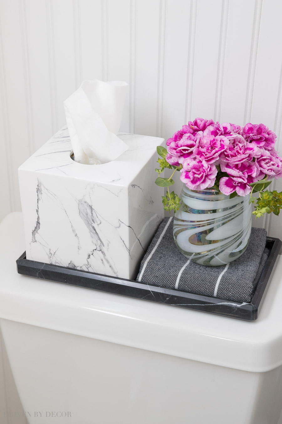 Marble bath accessories I love!!! White marble tissue box cover and black marble tray - linked in post!