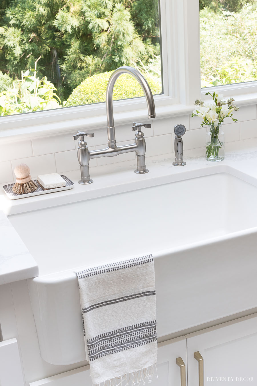 Beautiful bridge faucet with sprayer and the cutest tray and scrubber too! Sources linked in post!