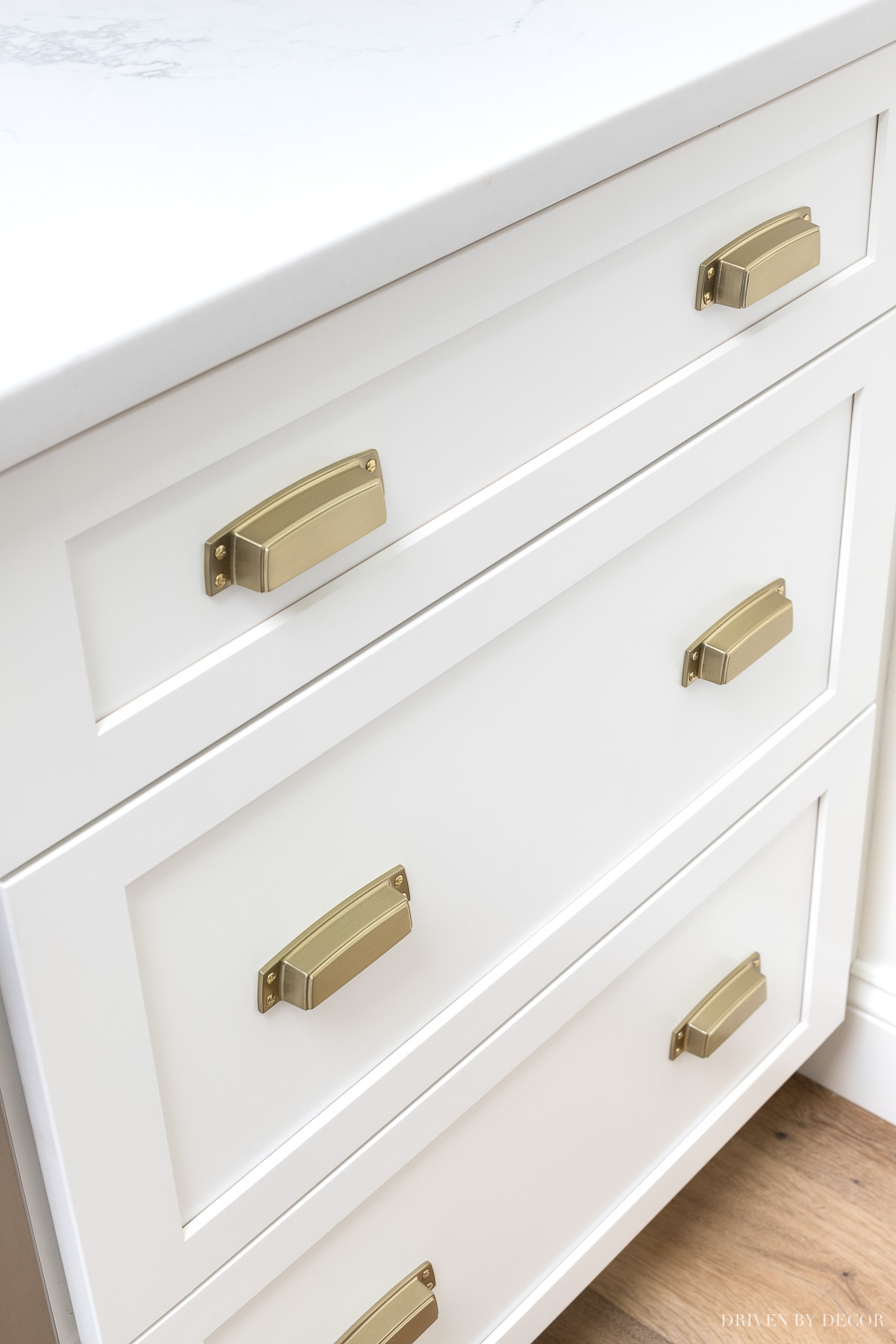 LOVE these cup pulls used on the kitchen drawers - a gorgeous updated look! Source linked in post!