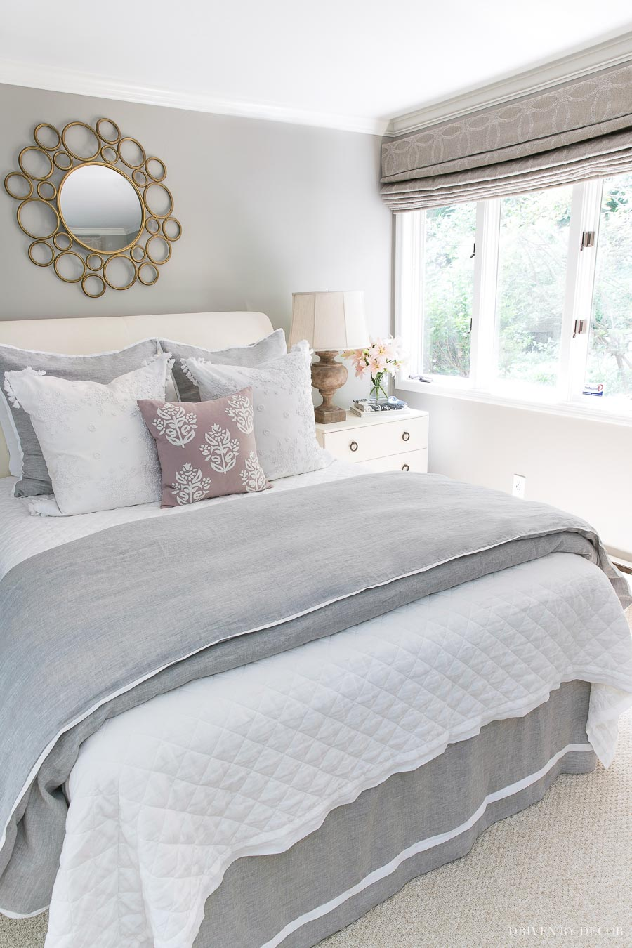 Love the pretty bedding combination of the white linen quilt and gray & white duvet! Links and details in post!