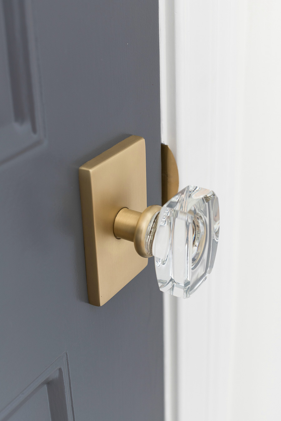 GORGEOUS door hardware! Love the combination of the crystal knob with the rectangular brass rosette! Source linked in post!