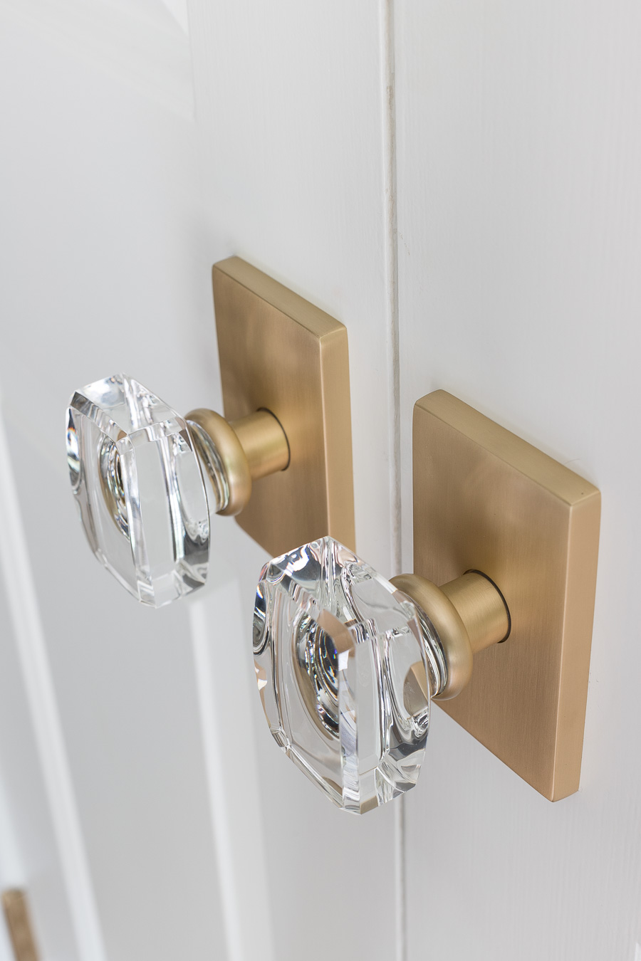 Beautiful door hardware that's the perfect mix of traditional and modern! Love the crystal knob and brass plate combination!