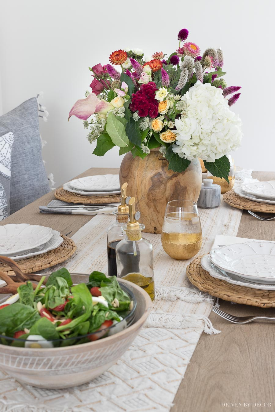 Love the natural, textured look of this tablescape! All sources (including that pretty vase!) linked in the post!