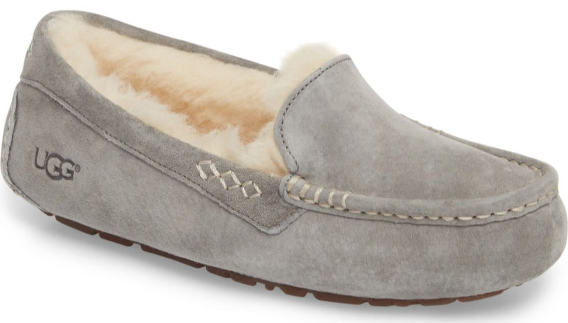 These slippers are the perfect Christmas wish list gift for her! Sooo cozy!