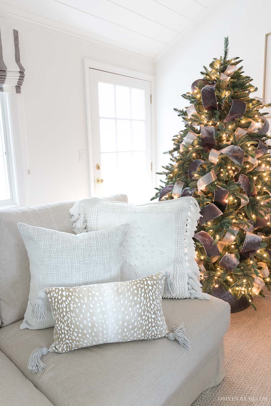 Loving this combination of textured neutral pillows for winter and the holidays!