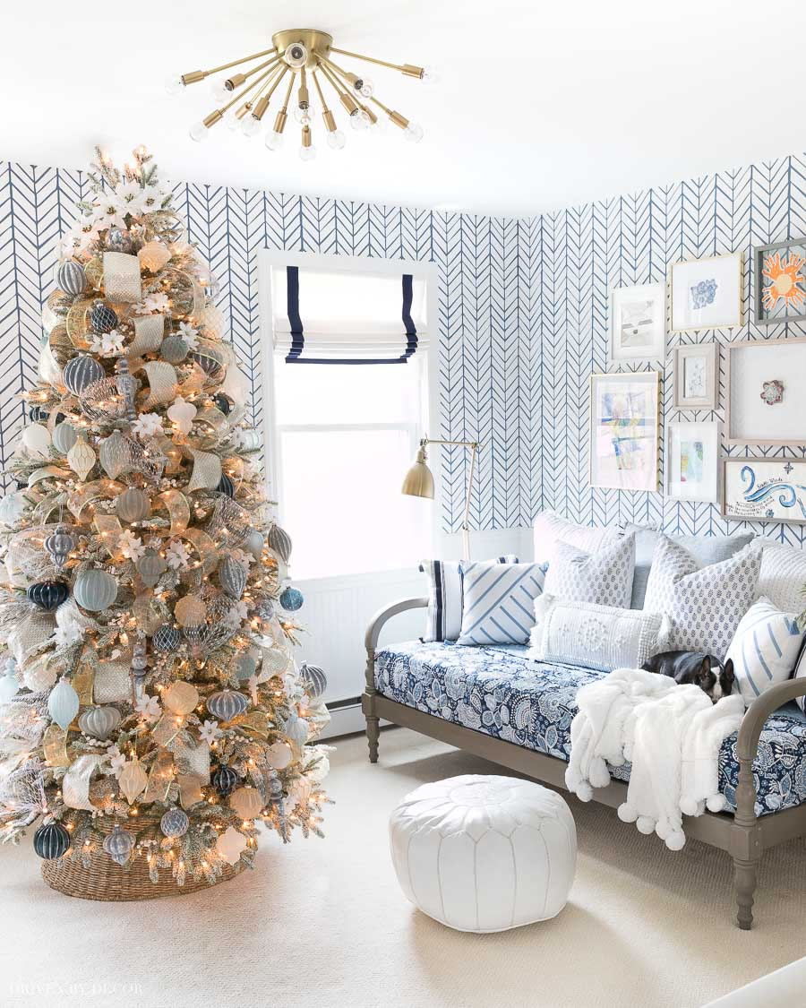 Loving this blue and white Christmas tree with gold accents!