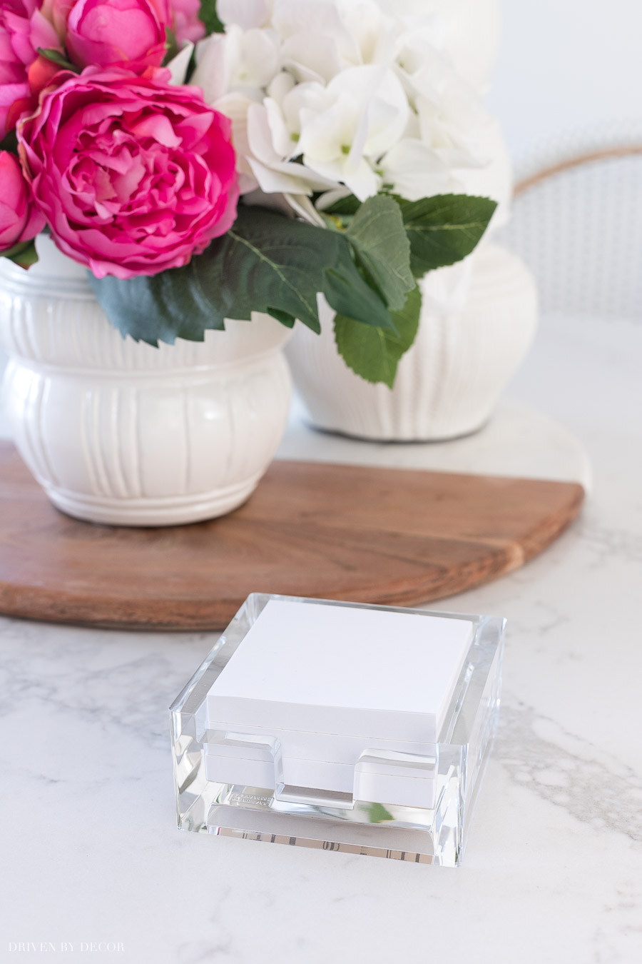 Loving this acrylic post-it holder! So chic!