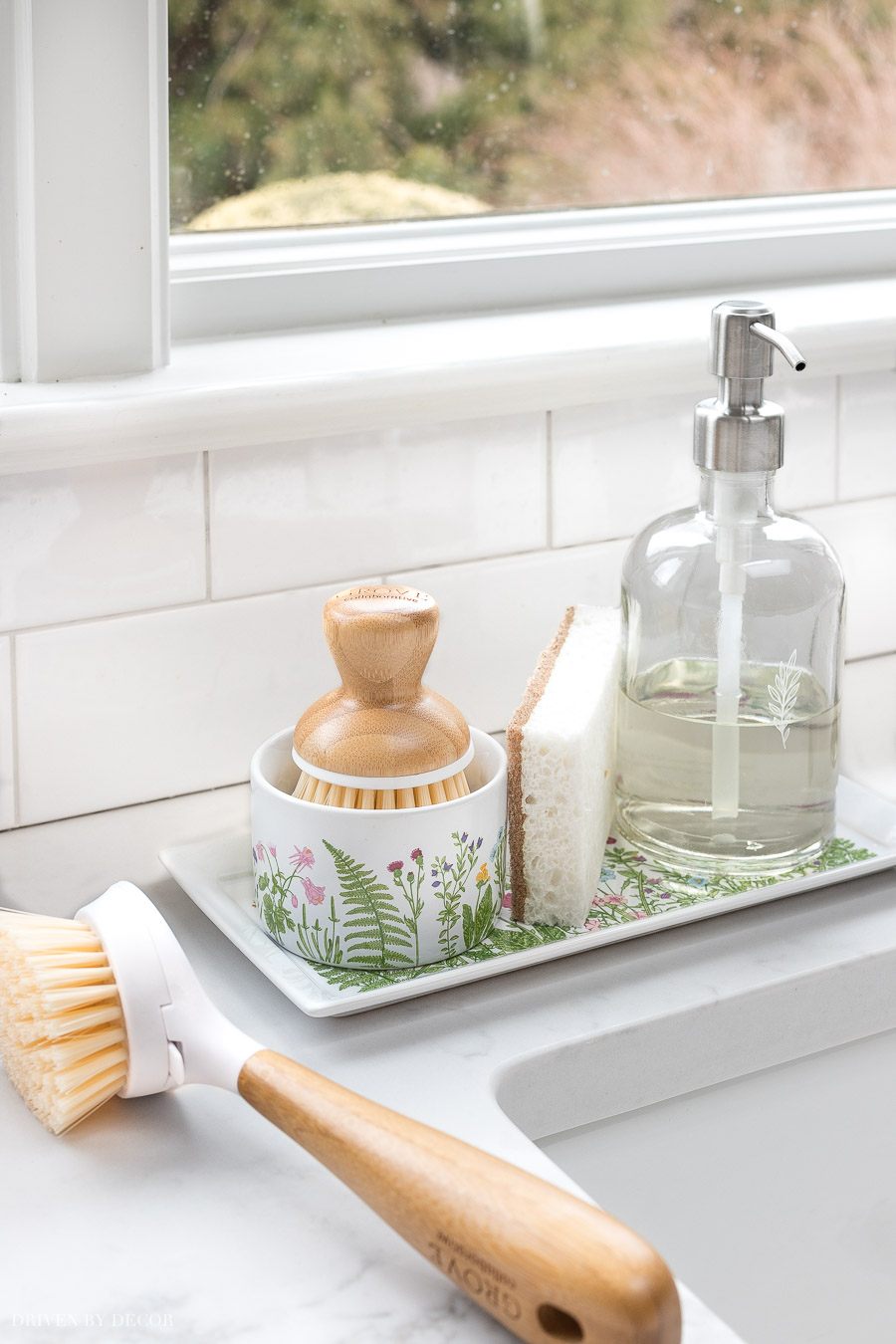 This cute sink tray is perfect for holding a soap pump, sponge, and Bubble Up soap dispenser & brush!