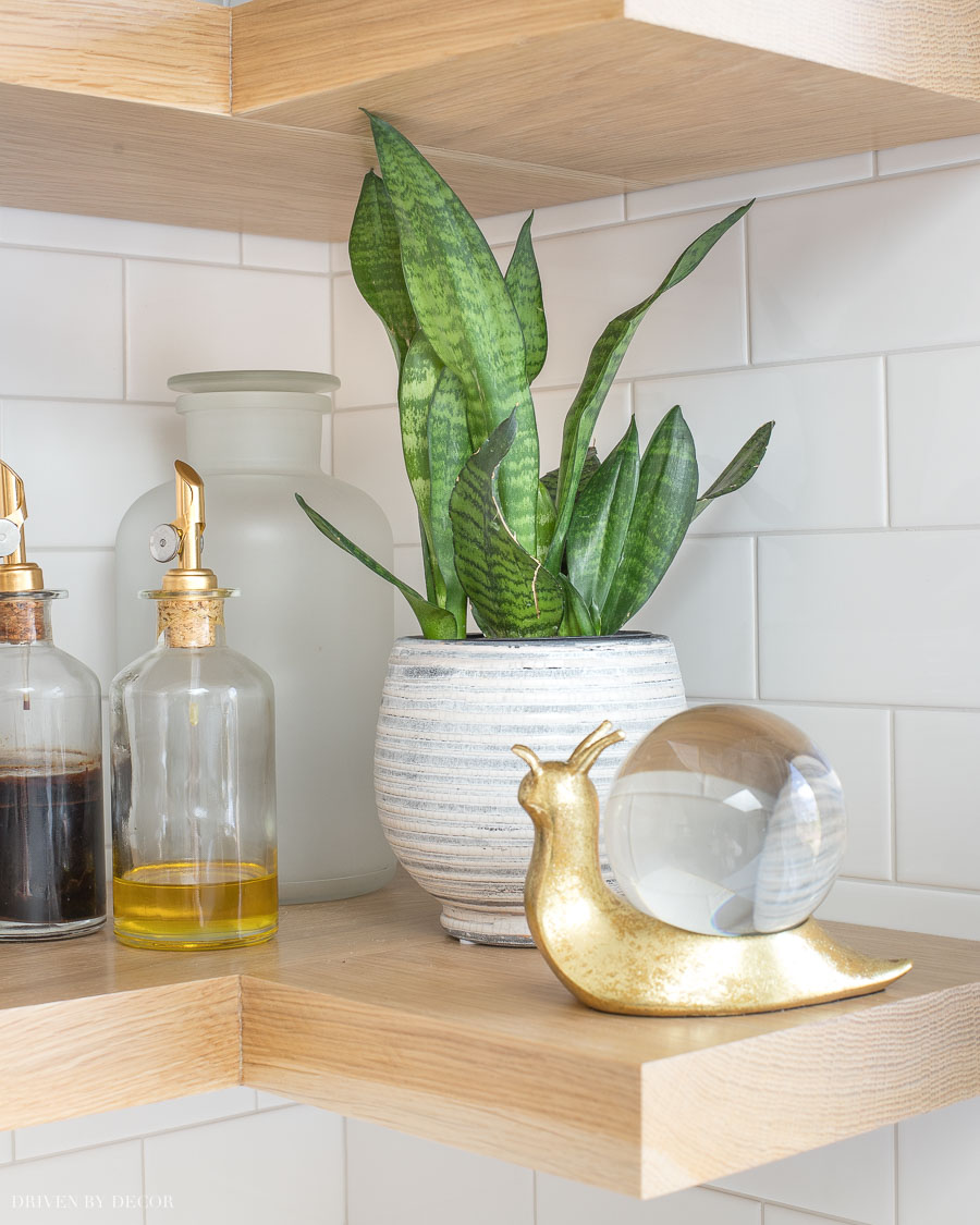 Love these ideas for kitchen floating corner shelves!