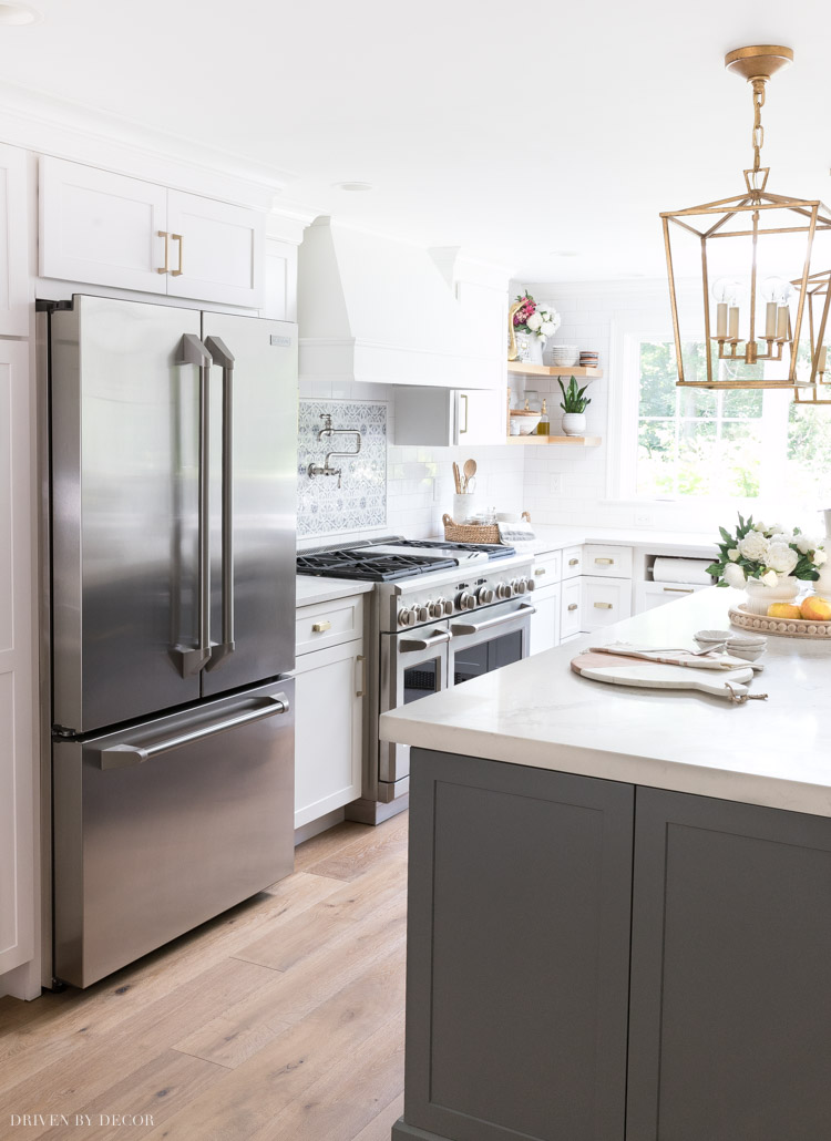 The BEST tips on how to clean stainless steel appliances so that they're streak-free!!
