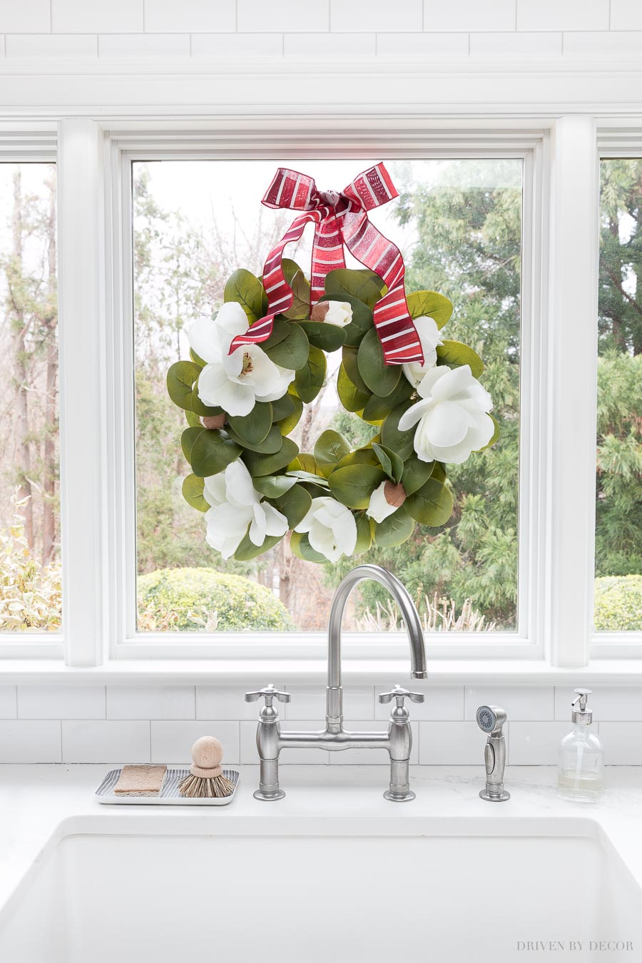 This magnolia wreath is perfect for transitioning from fall into the holiday season!