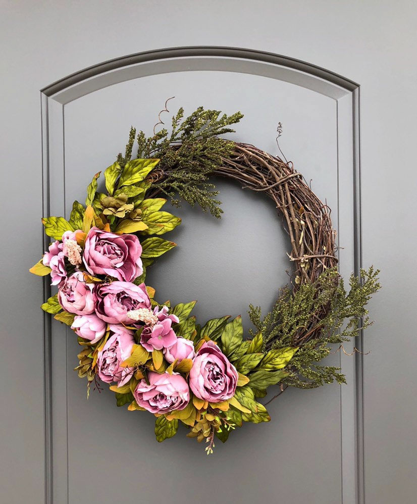 Loving this grapevine front door wreath with fall hued peonies!