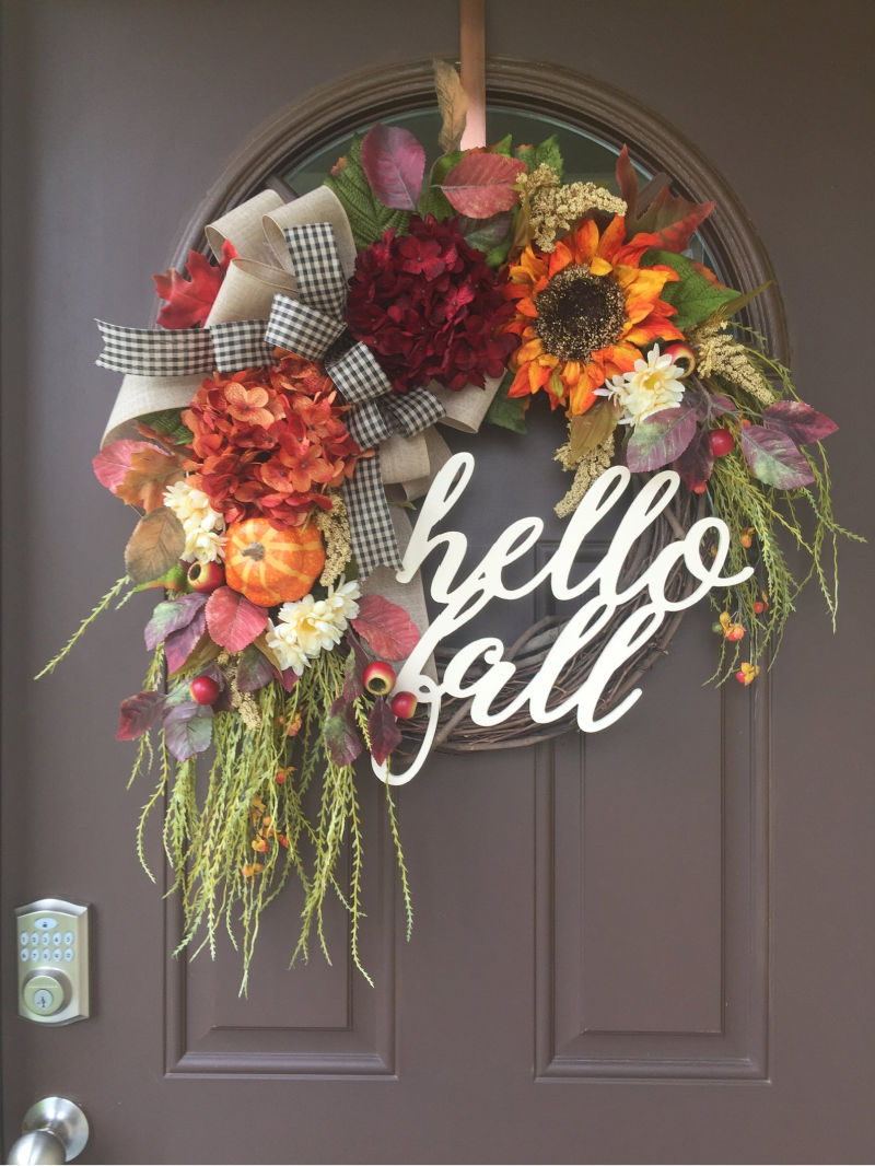 "The prettiest ""hello fall"" wreath for your front door!"