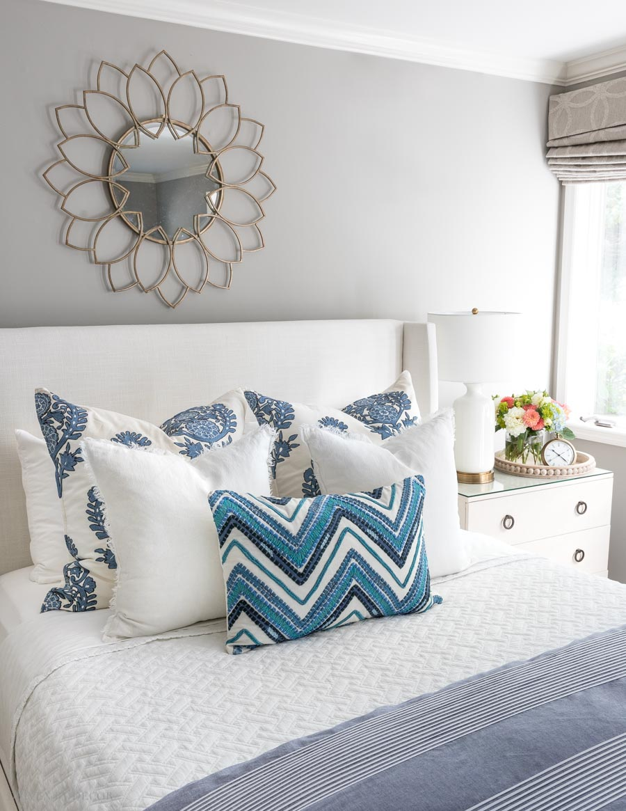 These simple formulas for arranging bed pillows are SO helpful. Love this one!