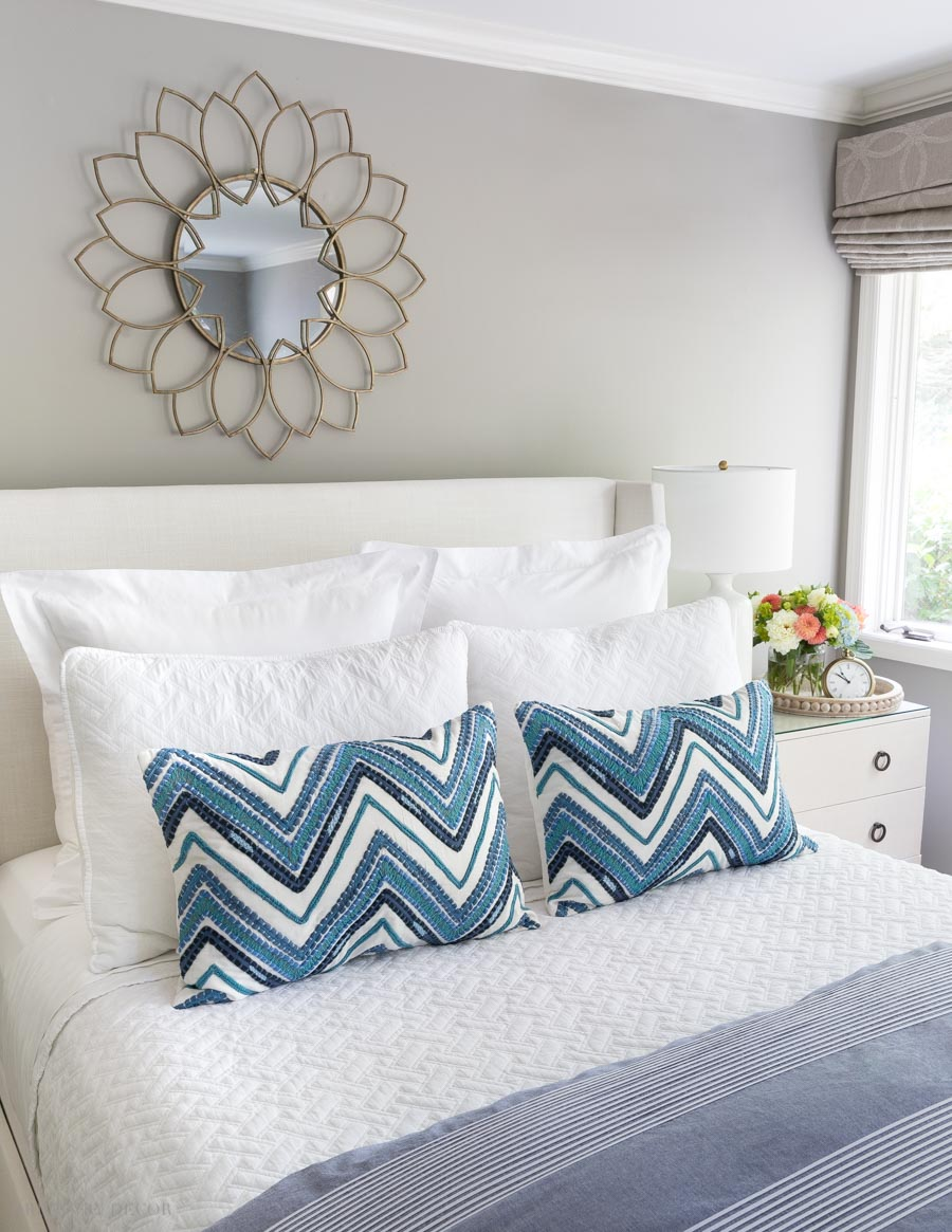 Such a helpful post on formulas for arranging decorative pillows on your bed! Love this one!