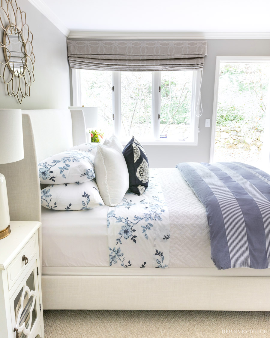 Love! So many great ideas for how to make your bed and arrange your pillows in this post!