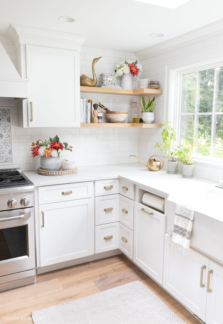 Loving the fall touches in this kitchen - all sources are linked!