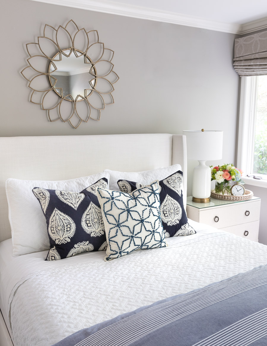 Love this simple arrangement of bed pillows! One of five formulas for arranging pillows on a queen bed!