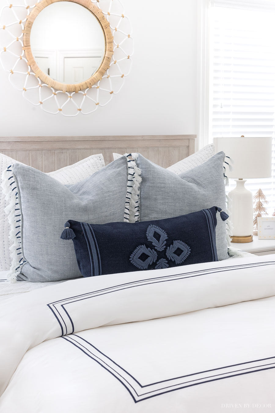 Loving these gorgeous blue and white pillows!