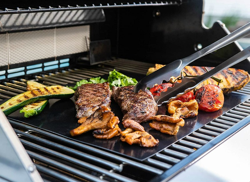 Adding this grill mat to my Christmas wish list - so smart!