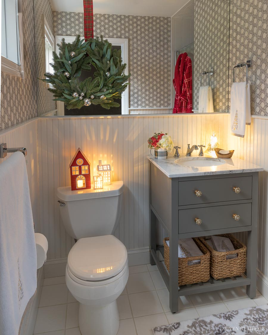 Love this bathroom with the cutest Christmas decorations added for a nighttime glow!!