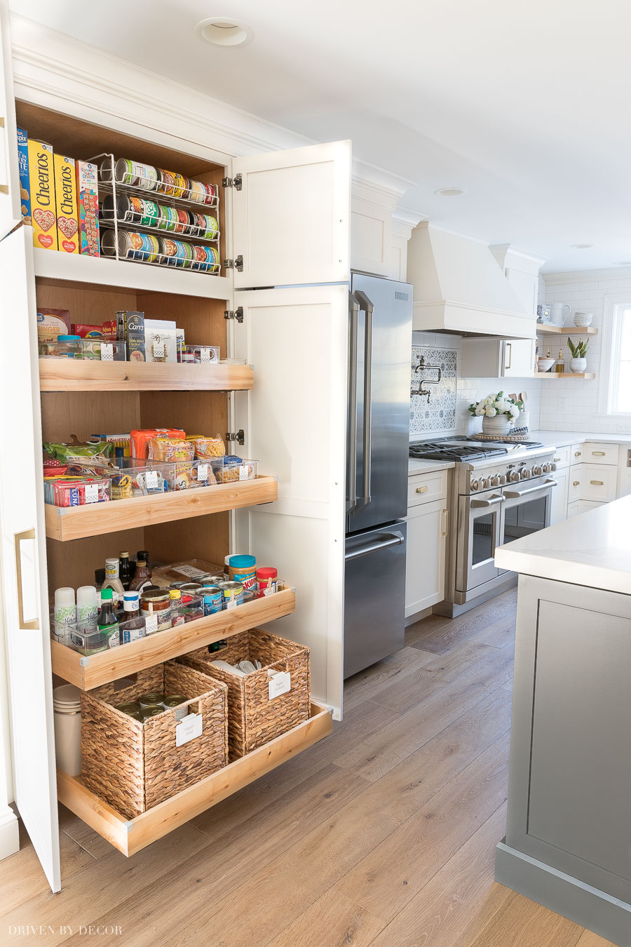 Great pantry organization tips from the gorgeous kitchen pantry cabinet!