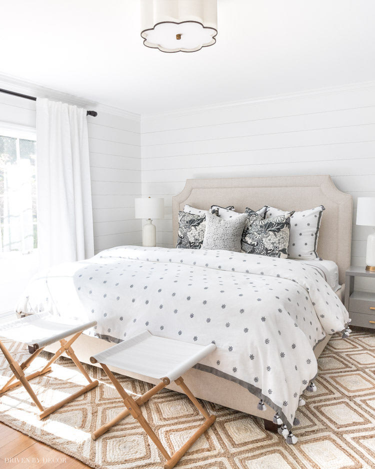 Such beautiful bedroom rug options in this post! Also includes helpful info on jute rugs!