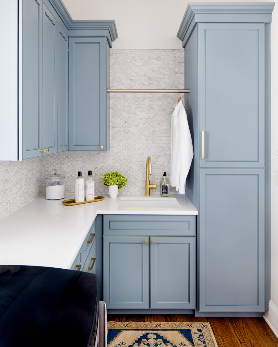 The prettiest shade of blue paint - Van Courtland Blue! More on this and other favorite blues are in this post!