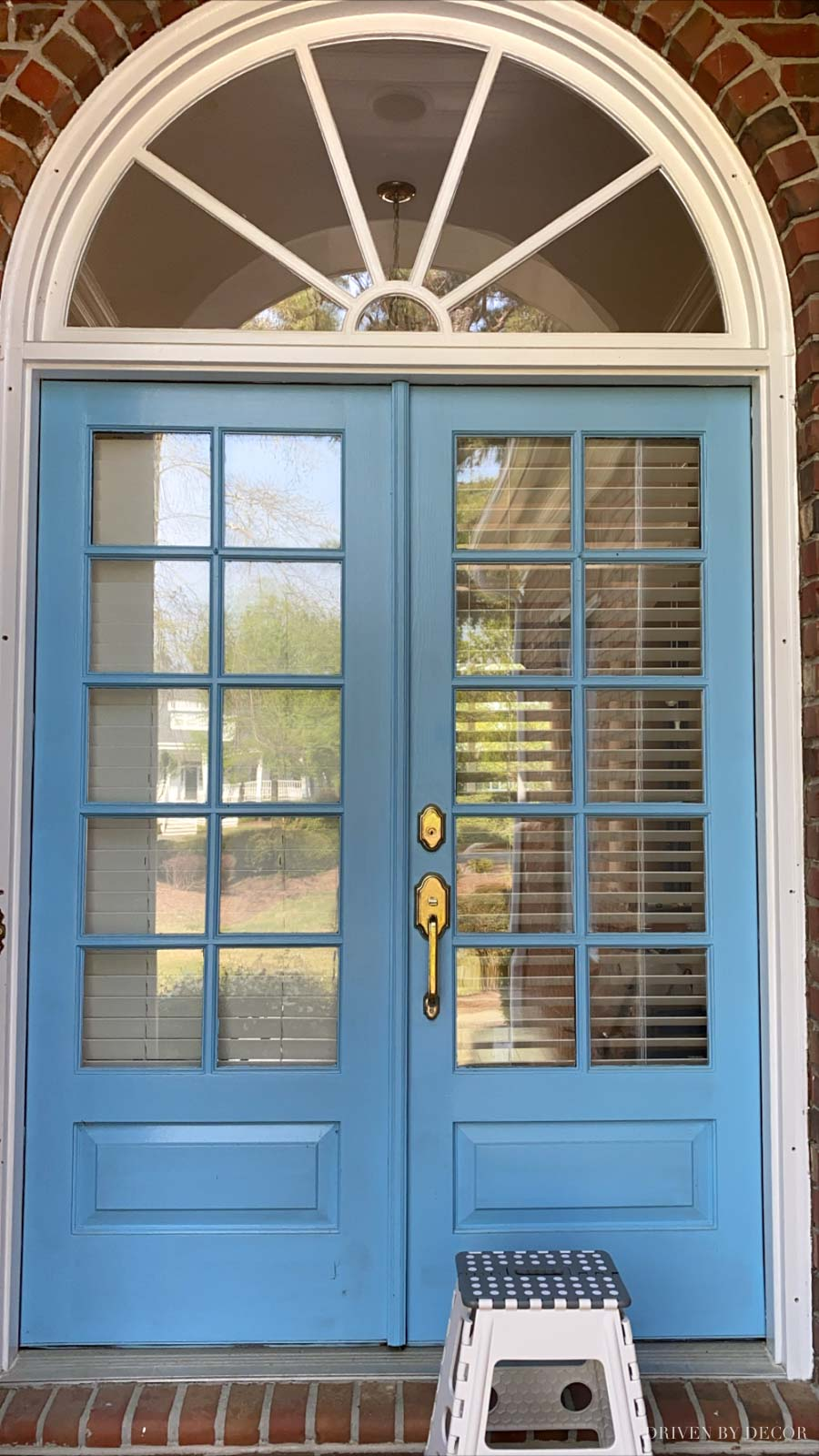 Our front doors before I painted them - click over to see the new color!