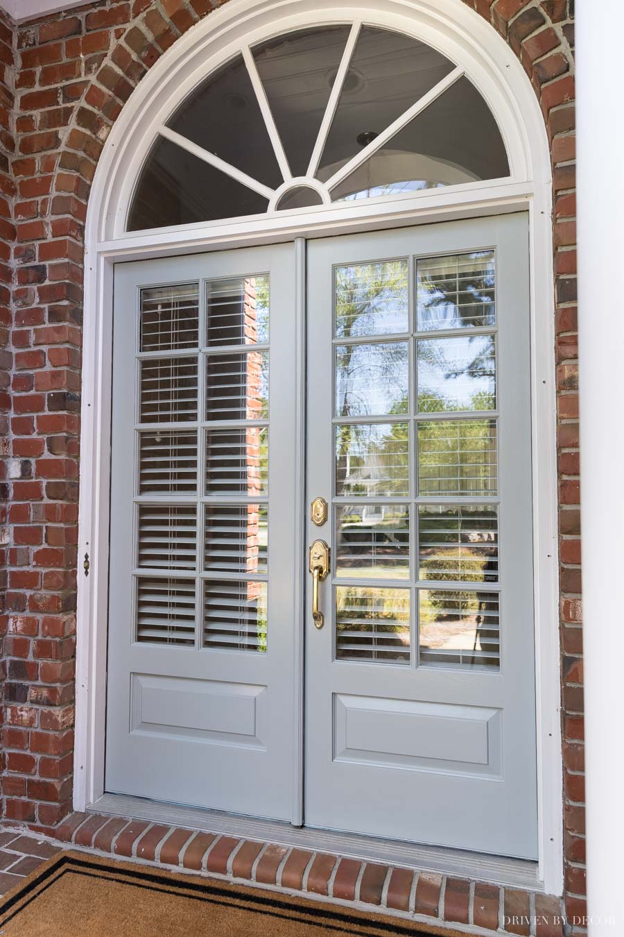 Great tutorial on how to paint your front door. Love this new color!