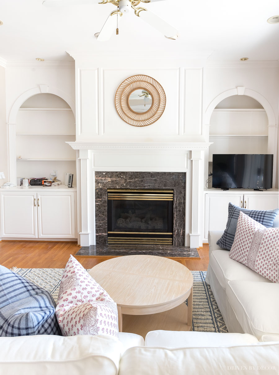 Loving this round rattan mirror over the fireplace!