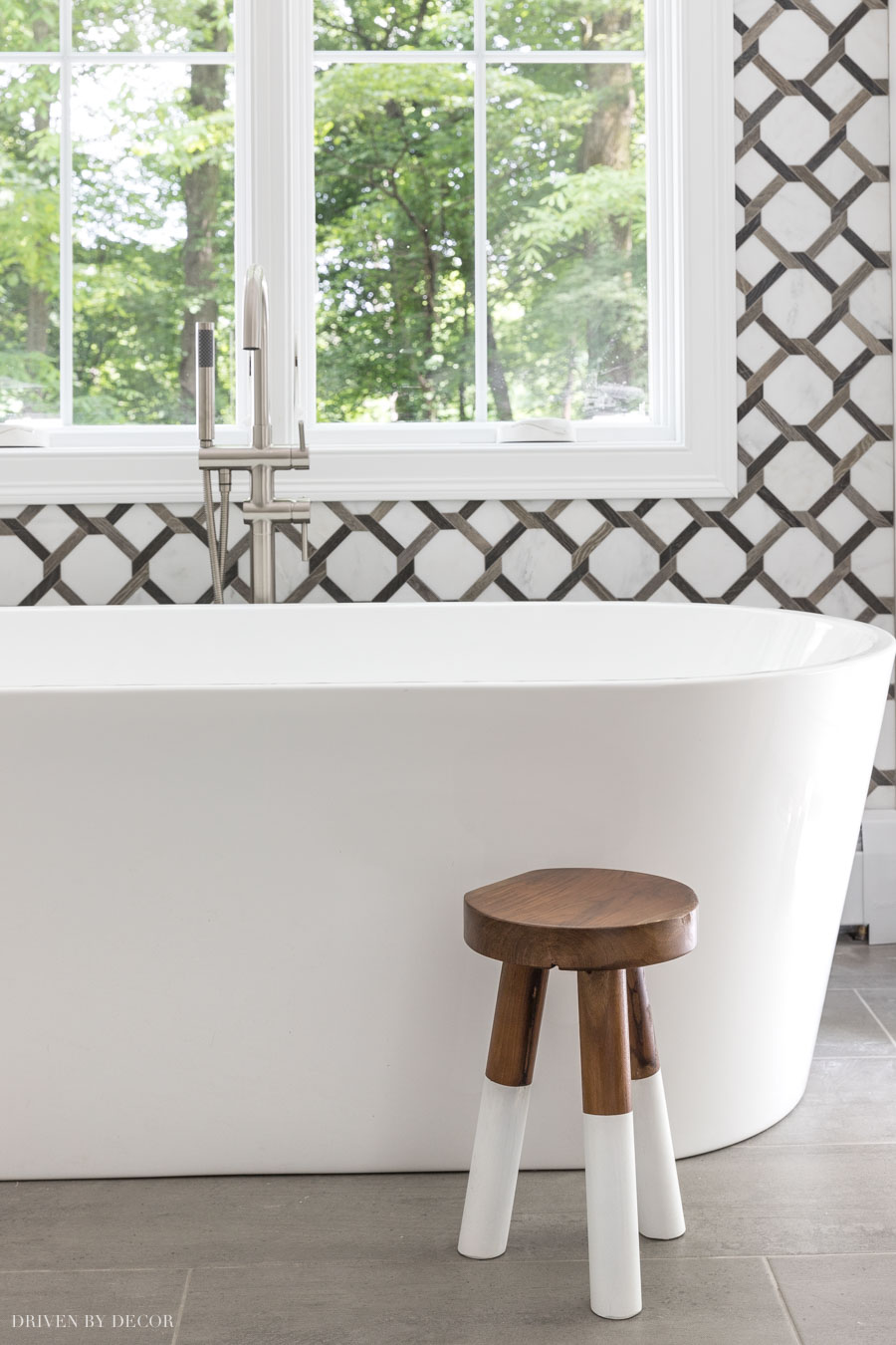 Love this darling wood stool next to her bathtub! So many other great bathroom decor ideas in this post too!