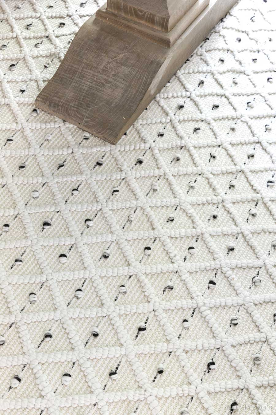 Love this patterned flatweave rug in cream with gray and black - gorgeous!