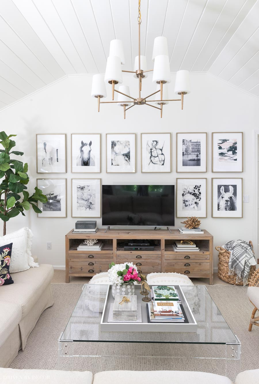 One of my favorite living room wall decor ideas in this post! Seems like an easy gallery wall to create!
