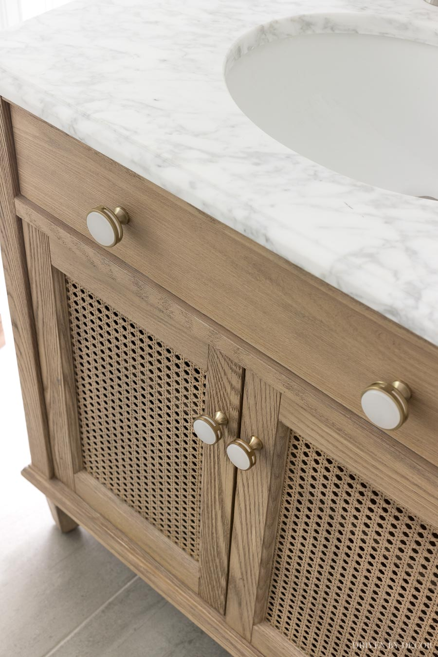 Love these knobs for a bathroom vanity or cabinets!
