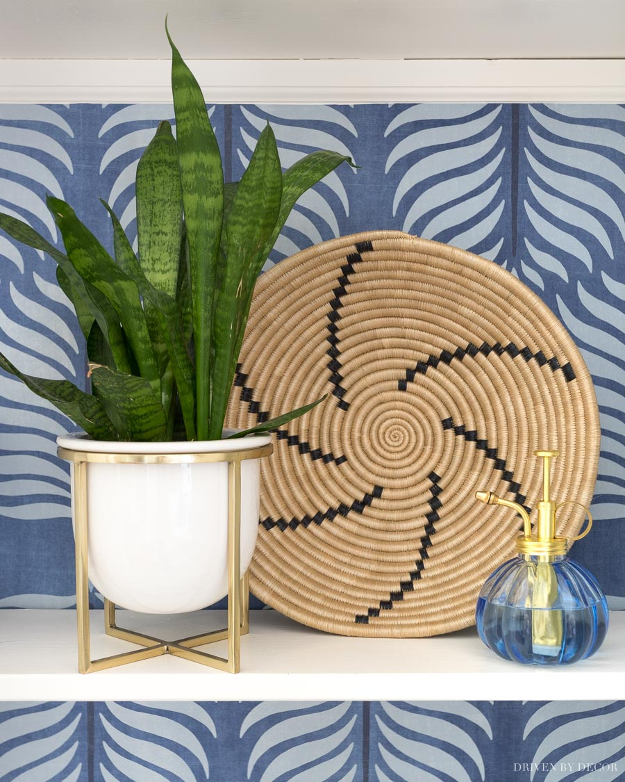 Gorgeous basket to hang on a wall or use as decor in a bookcase or on shelves!