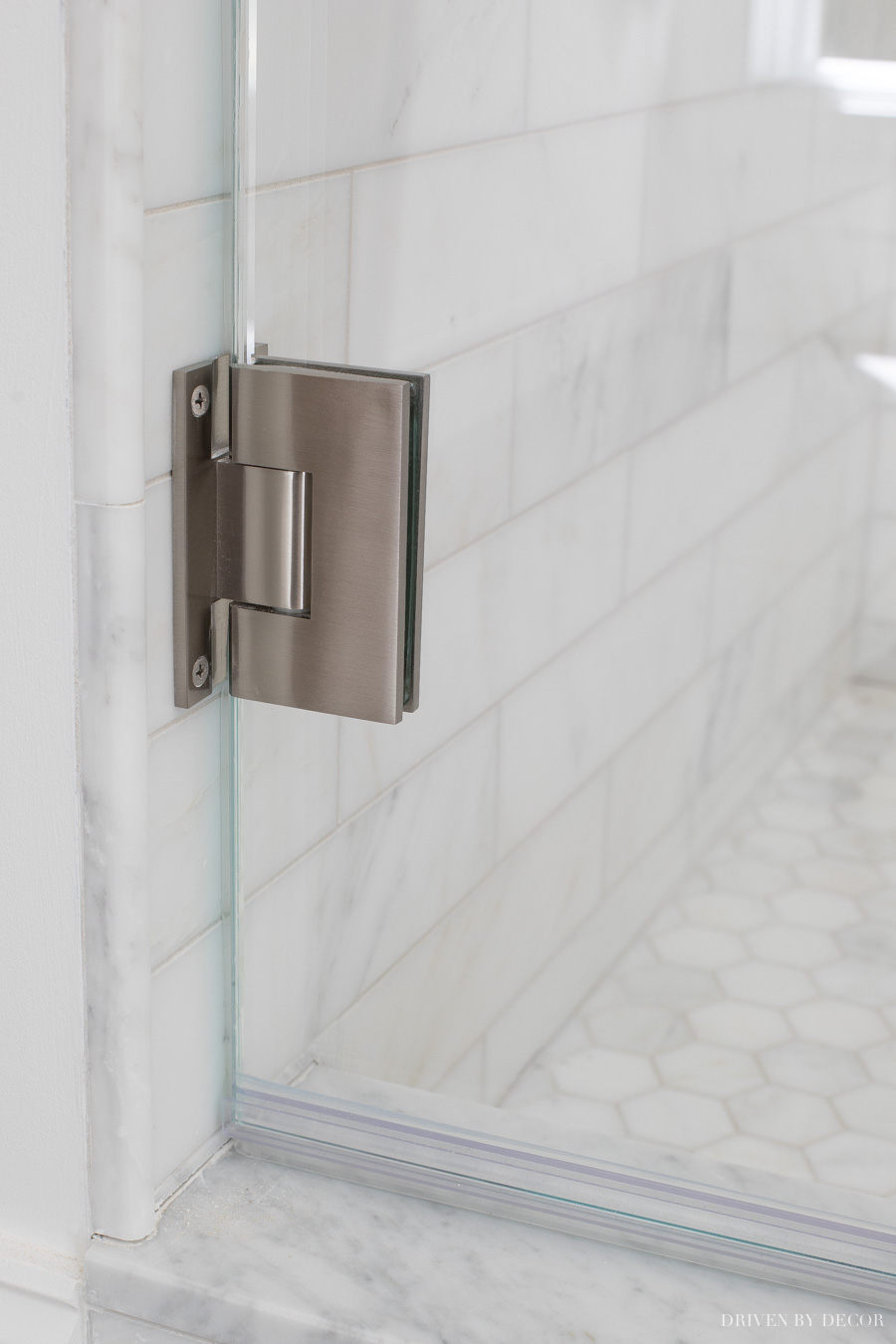 Wall hinge of glass shower enclosures