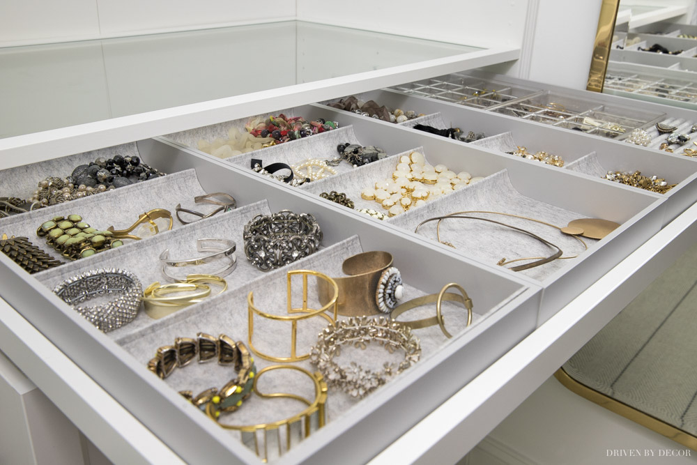 So in love with this IKEA KOMPLEMENT tray for organizing jewelry in a PAX closet system!