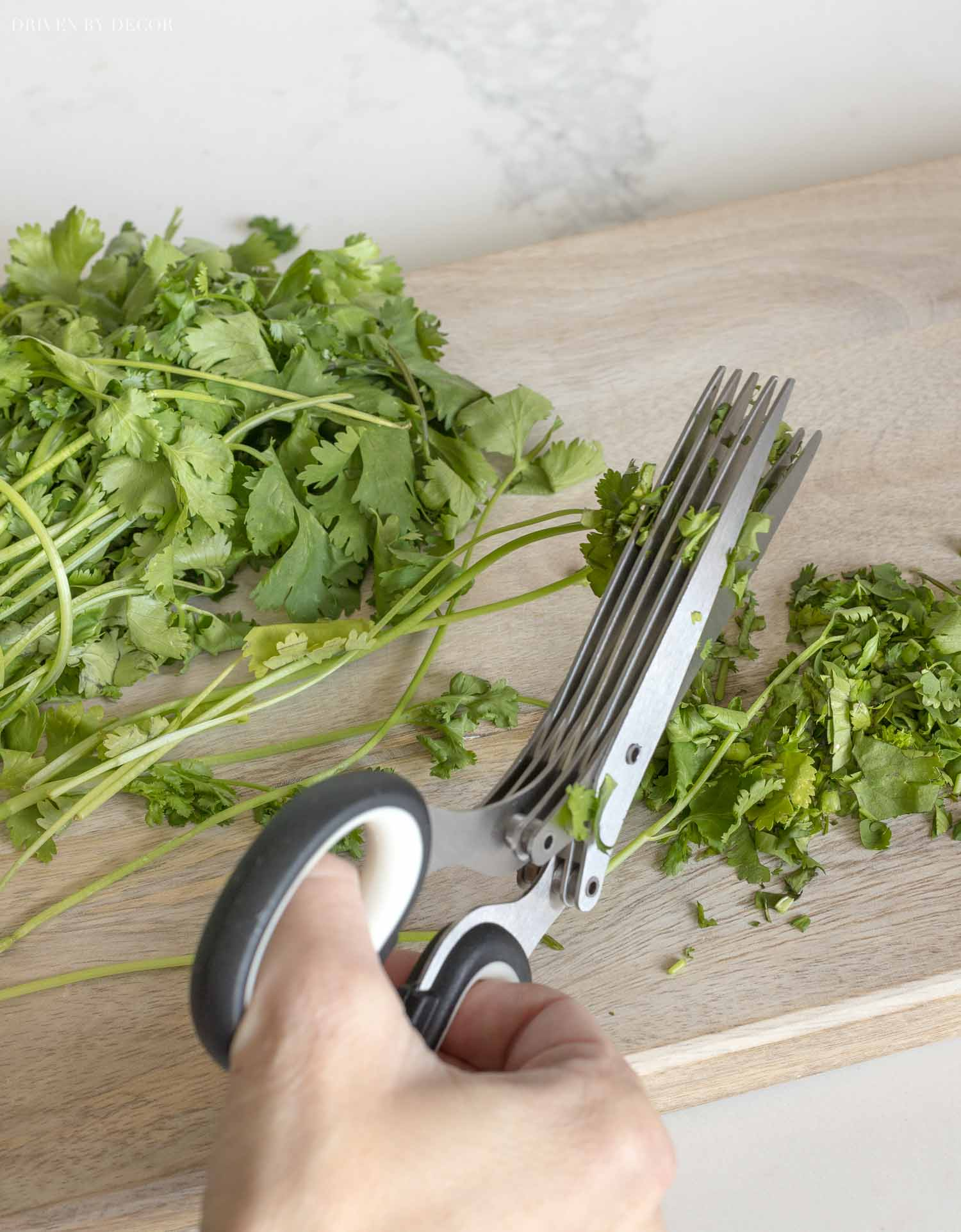These herb scissors making chopping herbs quick and easy! An Amazon kitchen favorite!