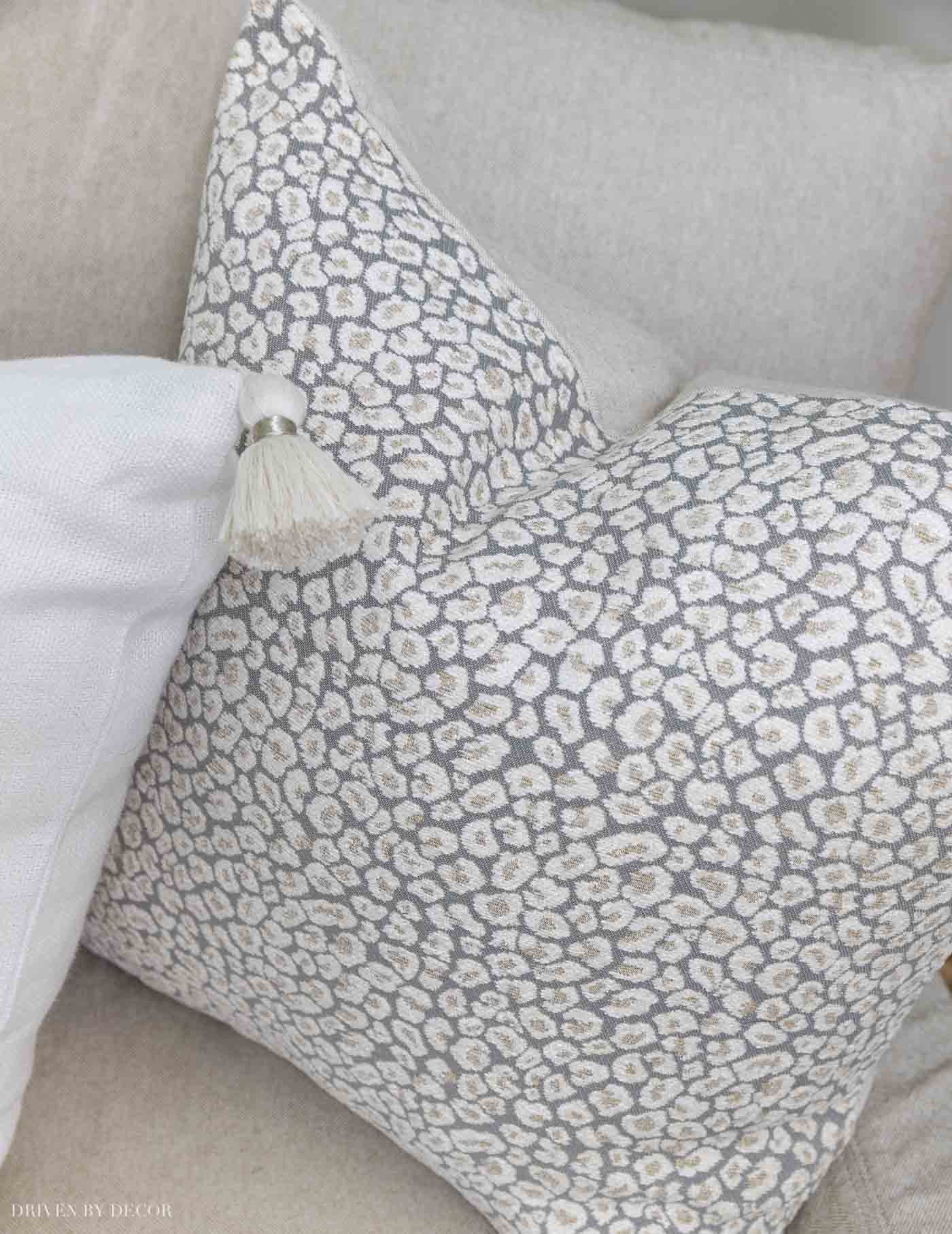 Gorgeous leopard pillow cover for fall decor!