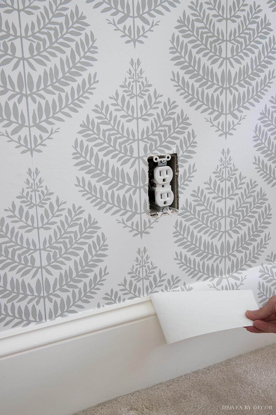 How to cut off extra wallpaper in a straight line