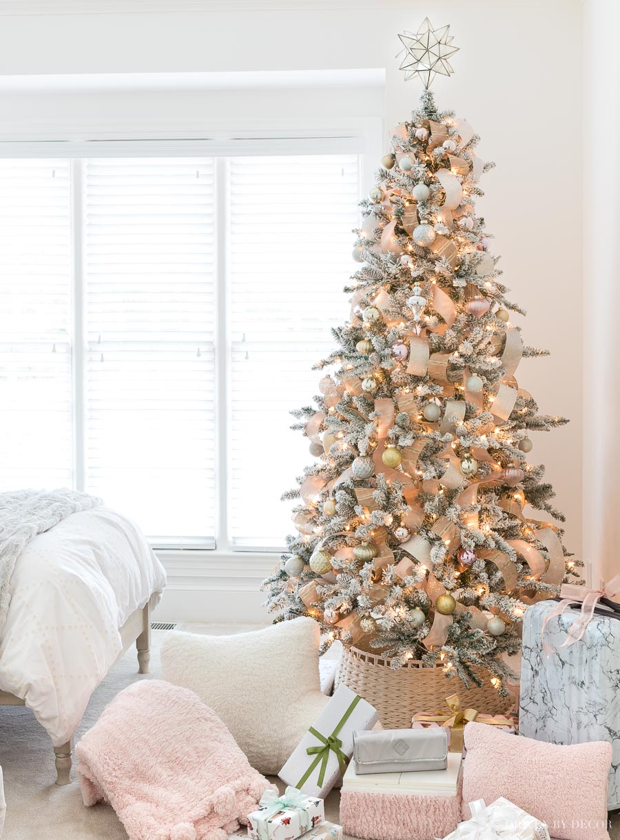 A great budget friendly faux flocked Christmas tree that doesn't look cheap!