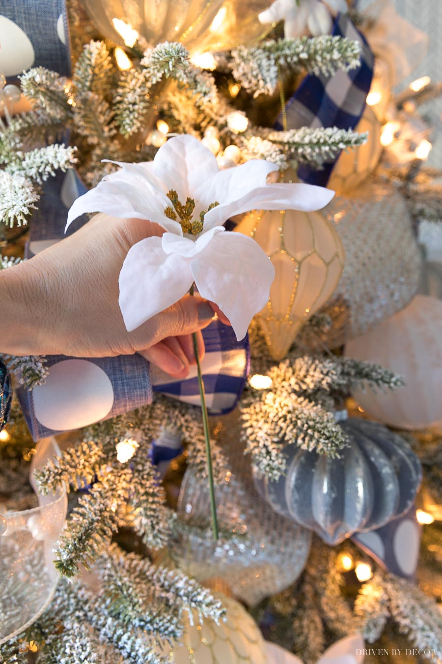Love how she added these white poinsettias to her Christmas tree!