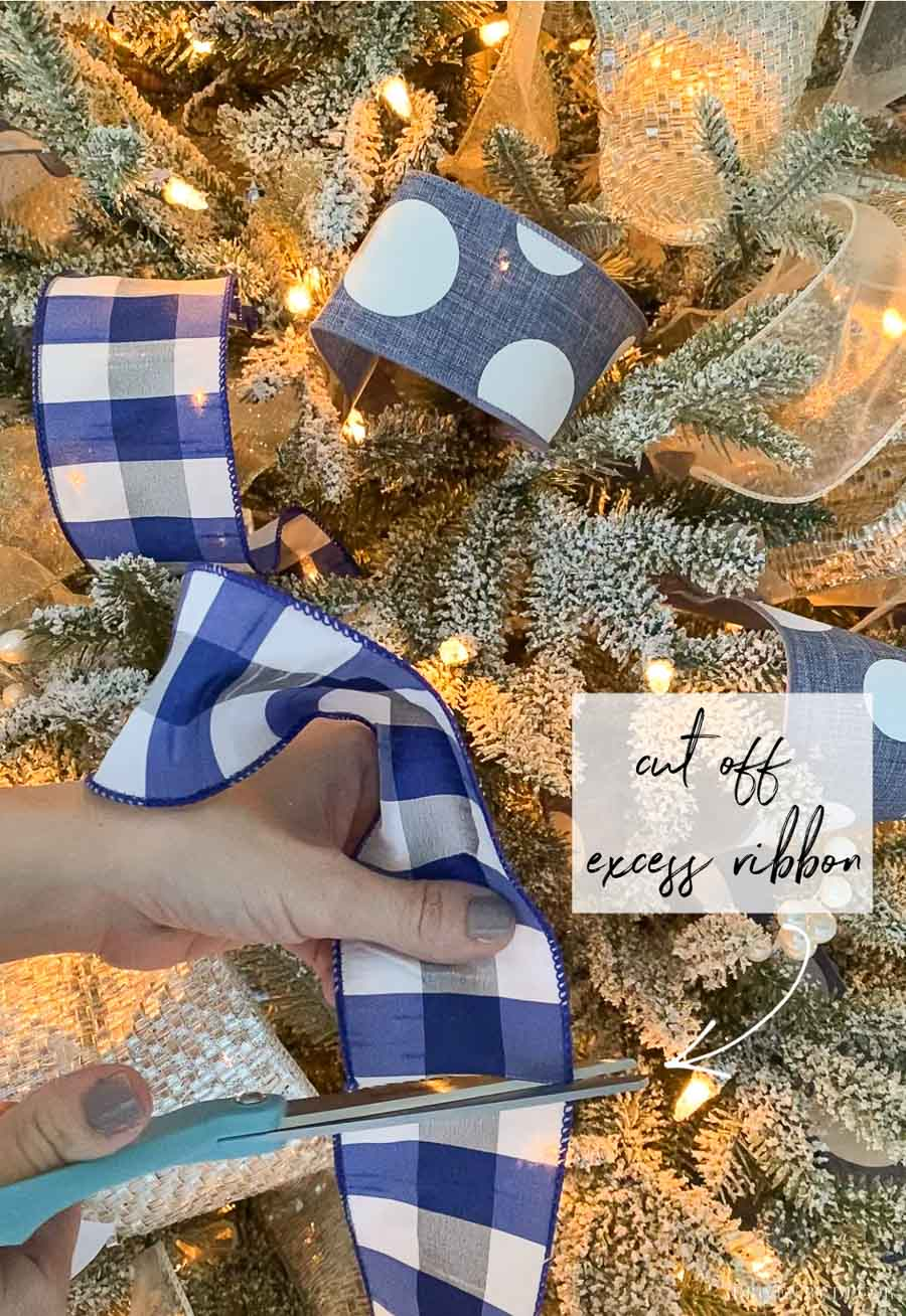 Christmas tree ribbon - ideas for adding it to your tree!